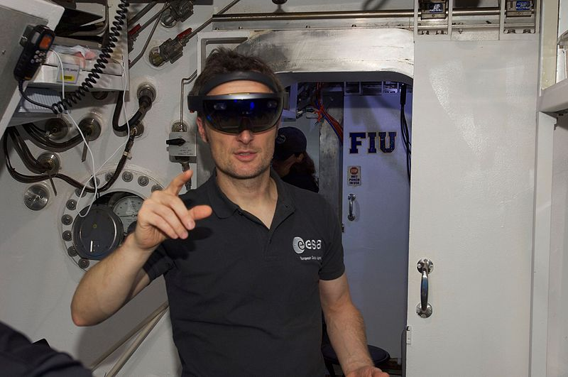Augmented Reality Underwater by Hololens in Neemo 21